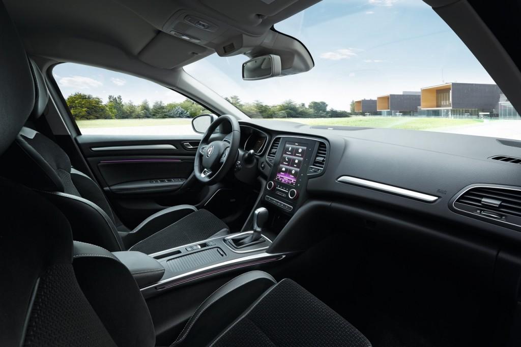 Intérieur de la nouvelle Mégane 2016: un jour, qui sait, on verra un levier de vitesse hybride...