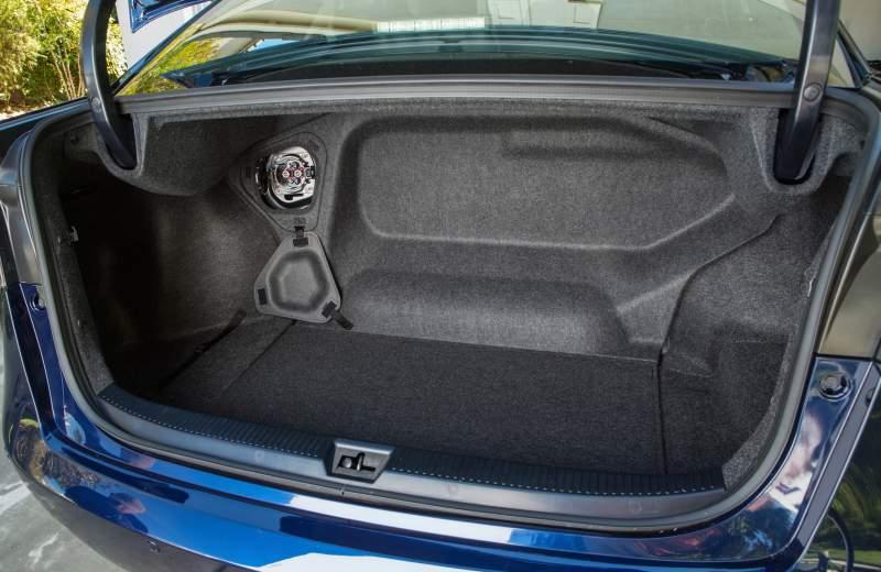 Prise d'alimentation externe de Toyota Mirai