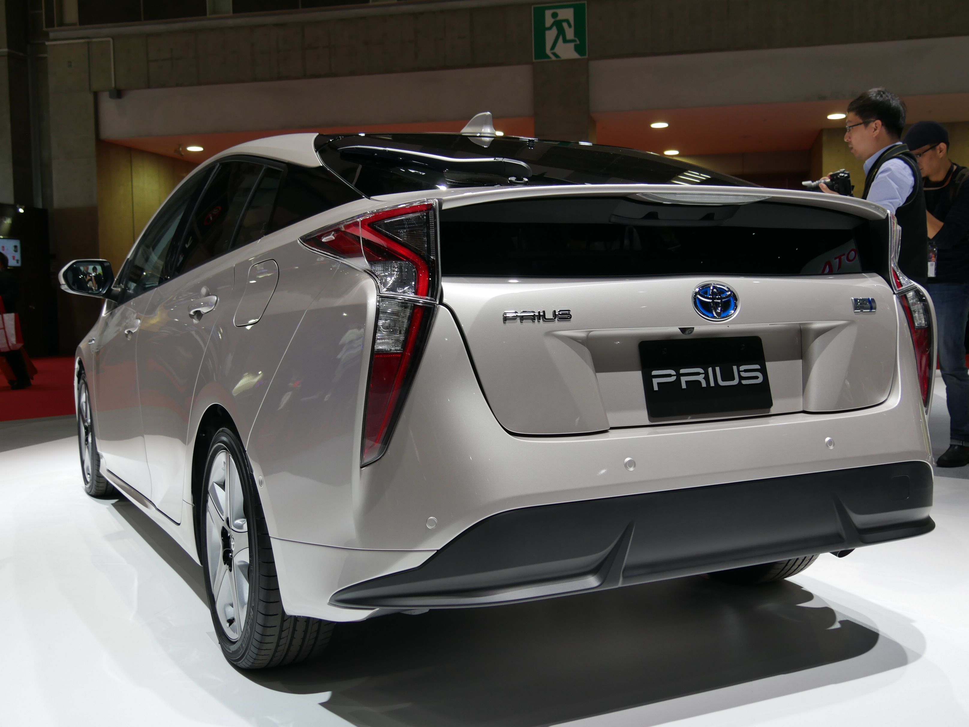 Toyota Prius 4 2016 en direct du salon automobile de Tokyo