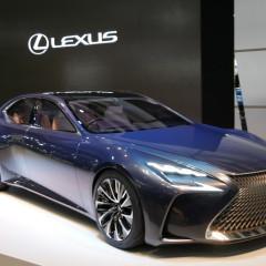 Lexus LF-FC au salon de Tokyo 2015