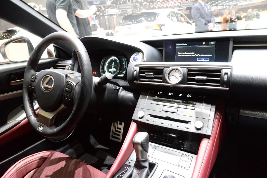 Intérieur de Lexus RC300h (pris au salon de Genève)
