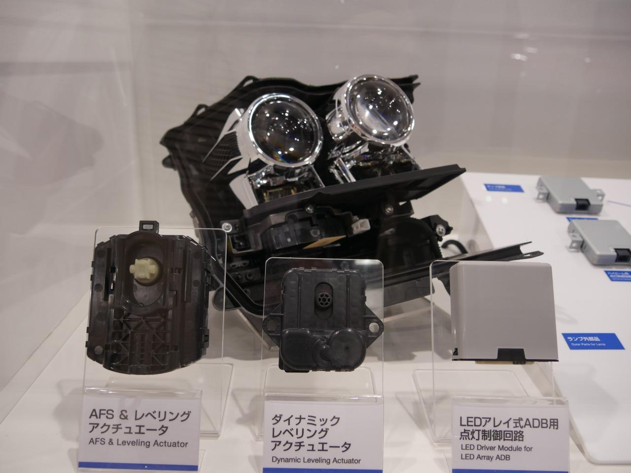 le d tail des composants de la nouvelle toyota prius 4 au salon automobile de tokyo 2015. Black Bedroom Furniture Sets. Home Design Ideas