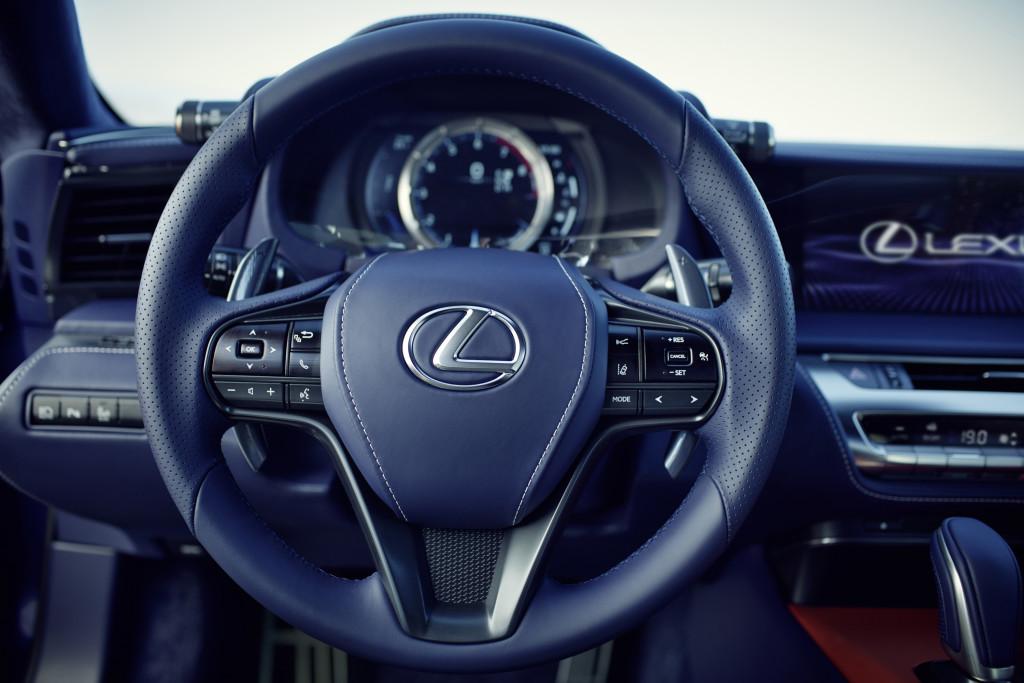 Lexus LC 500h Volant