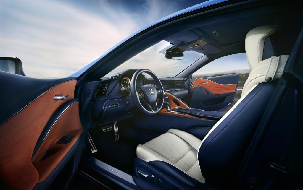 Lexus LC 500h intérieur avant