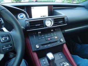 Lexus RC 300h tableau de bord