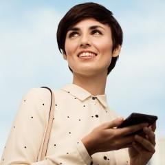 Sony Xperia Smart : et si on arrête d'avoir les yeux baissés rivés sur l'écran?