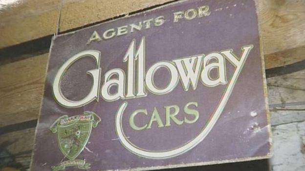 Panneau de Galloway est au couleur de Suffragette, un mouvement pour revendiquer le droit de vote des femmes