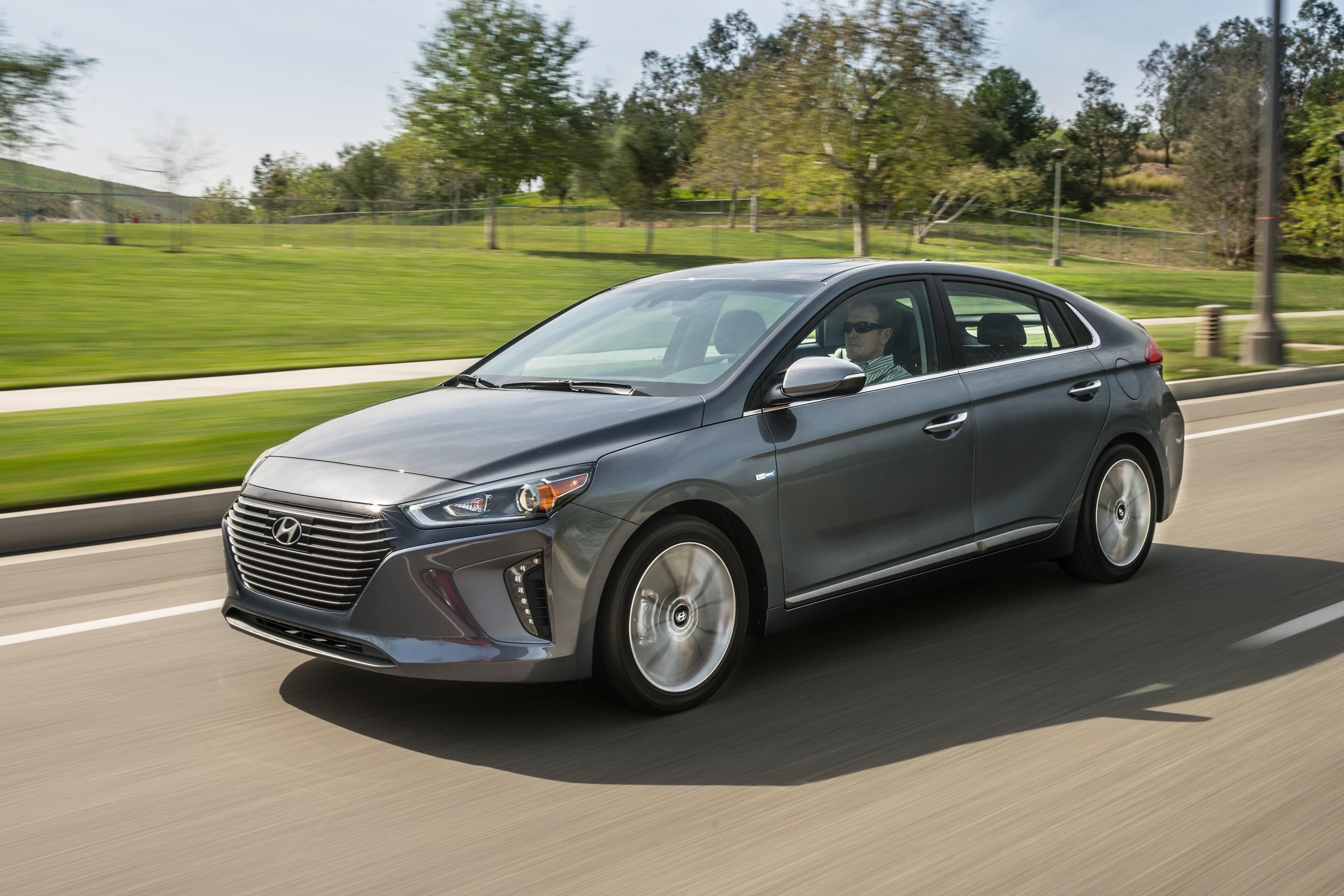 Hyundai Ioniq : le trio électrifie New York Auto Show