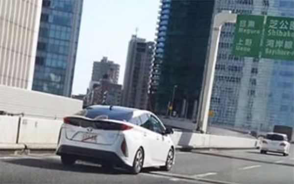Toyota Prius rechargeable 2016 sur route
