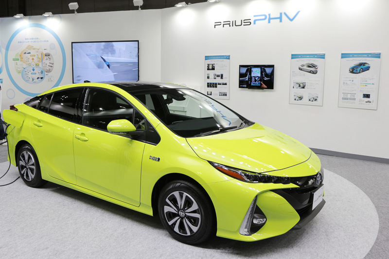 toyota d voile le toit panneau solaire de prius 4 rechargeable. Black Bedroom Furniture Sets. Home Design Ideas