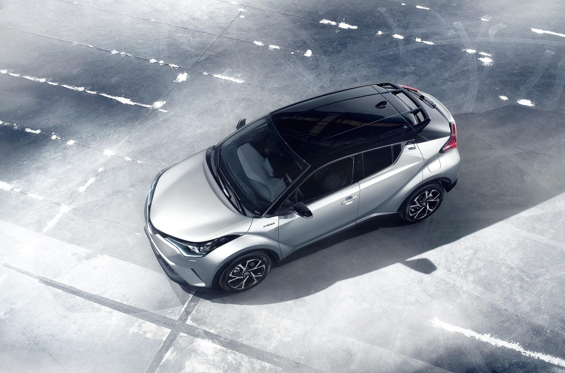 Toyota C-HR hybride vue du haut