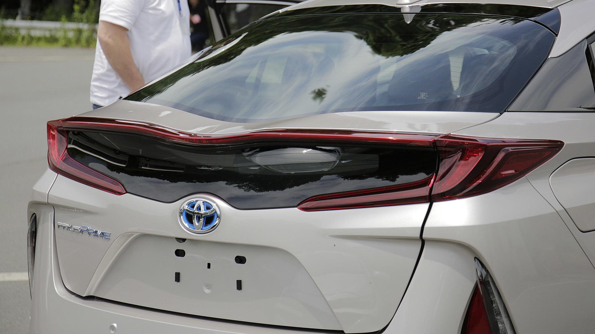 Toyota Prius Prime Hayon fibre de carbone