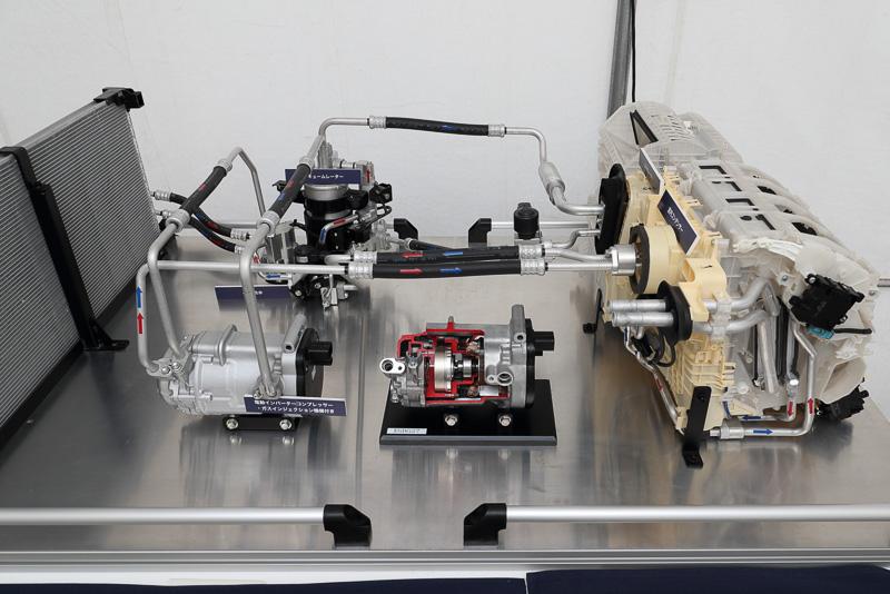 Grâce à l'ajout du compresseur à injection de vapeur (centre droite), le rendement global est amélioré