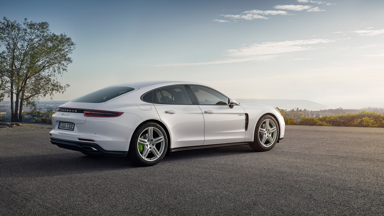 porsche panamera 4 e hybrid nouvelle motorisation hybride rechargeable. Black Bedroom Furniture Sets. Home Design Ideas