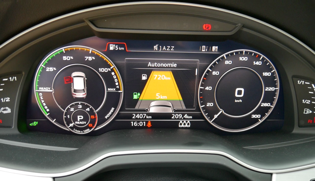 Audi Q7 e-tron quattro V6 TDI - cockpit