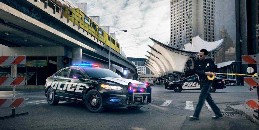 ford police responder la voiture hybride con ue pour les courses poursuites. Black Bedroom Furniture Sets. Home Design Ideas