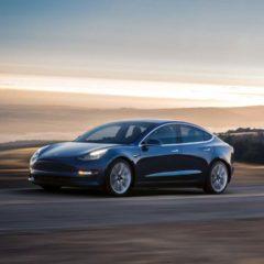 Tesla Model 3 se dévoile en attendant la production de masse