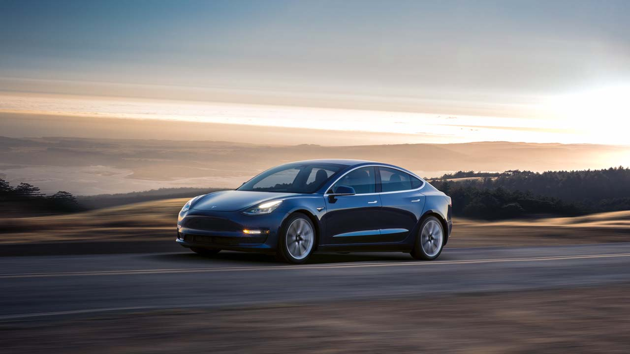 Tesla Model 3 se dévoile en attendant la production de masse