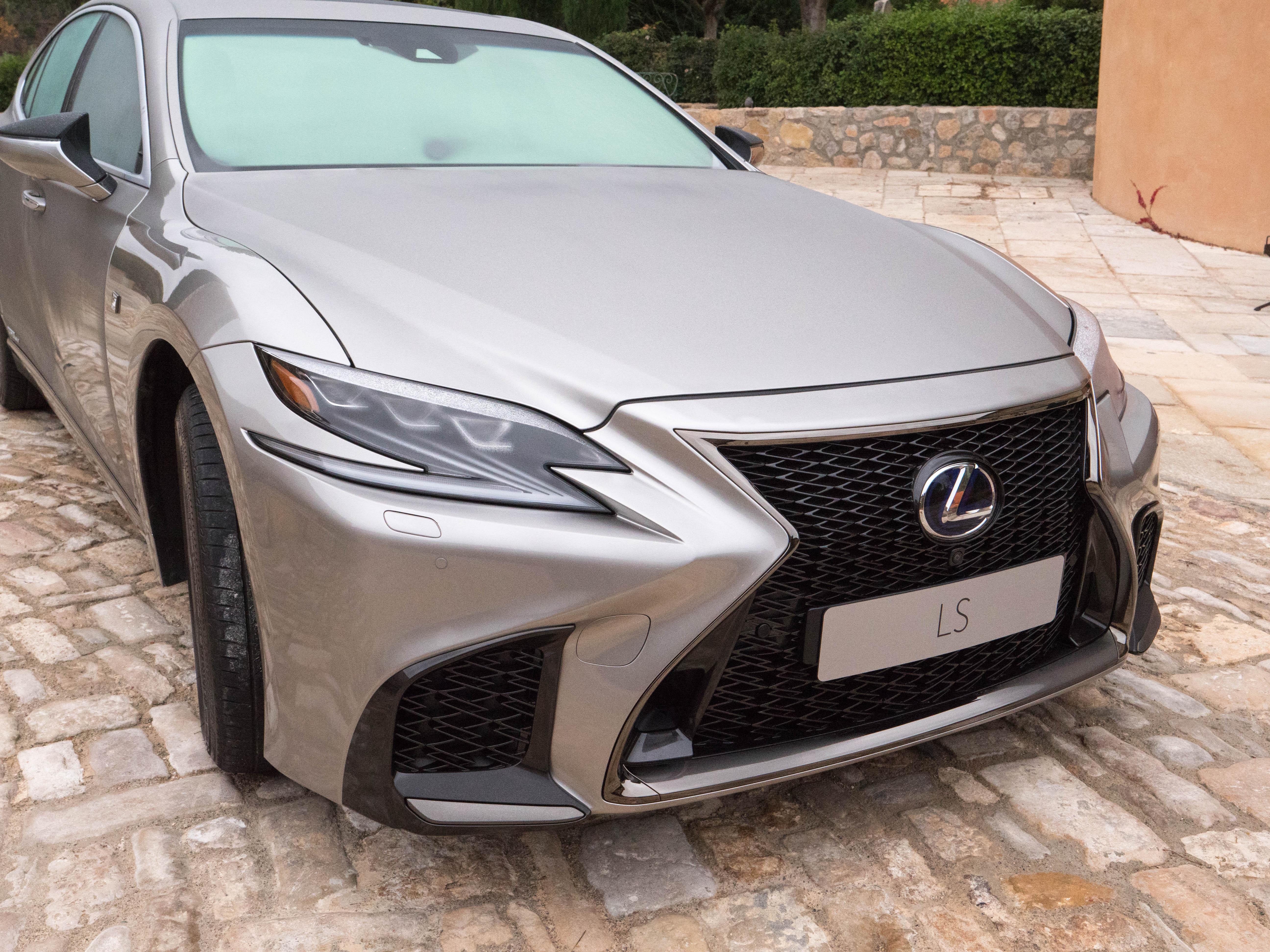 Présentation vidéo de la Lexus LS500h AWD