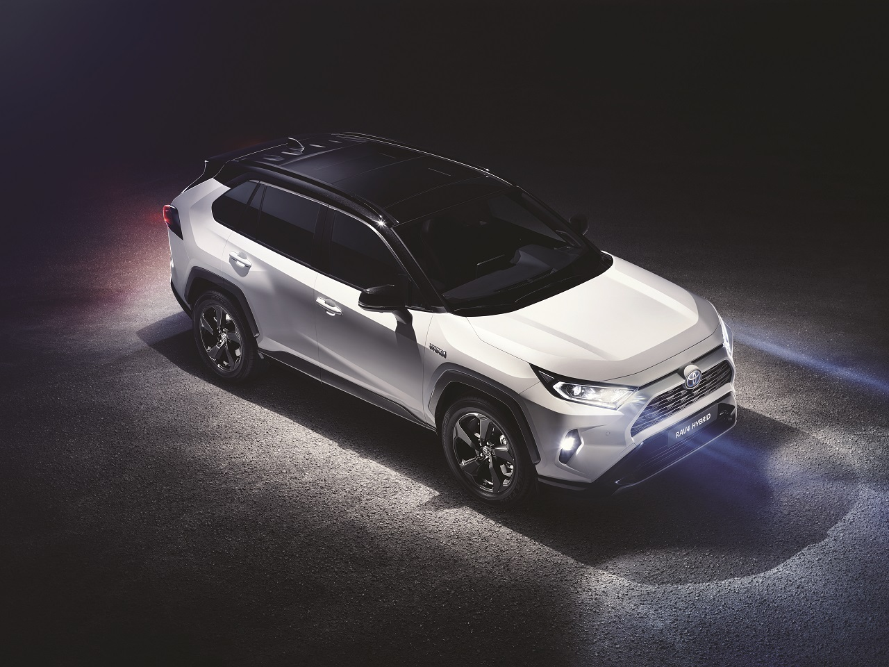 nouveau toyota rav4 hybride 2019 d voil au salon de new york. Black Bedroom Furniture Sets. Home Design Ideas