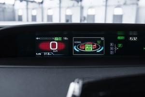 2017-prius-plug-in-hybrid-det-28